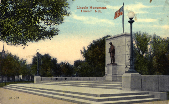 Early postcard view of Nebraska's Lincoln Monument